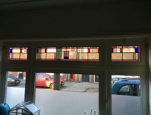 Glas-in-lood in bovenlichten kozijn